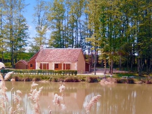 Maison du Lac : Guest accommodation near Moulins-sur-Céphons