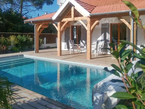Holiday Home Rue Gambetta : Guest accommodation near Grayan-et-l'Hôpital