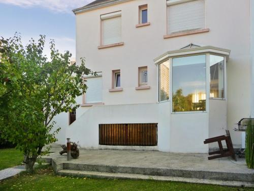 Holiday Home Rue Leon Blum : Guest accommodation near Merlevenez