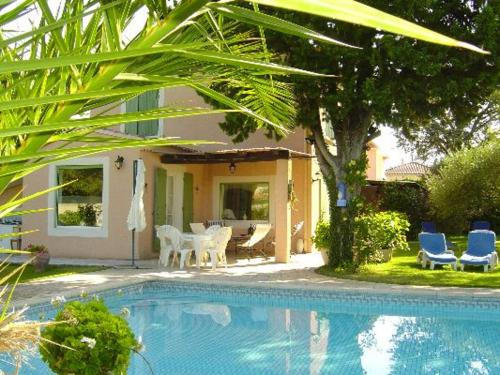 Holiday home Lotissement des Tilleuls : Guest accommodation near Caderousse
