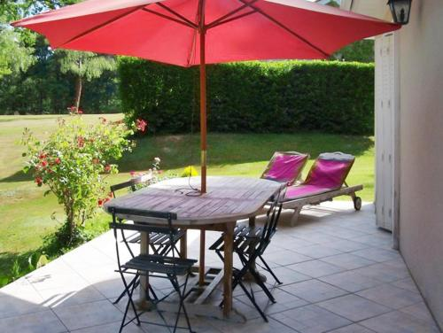 Holiday Home Domaine du Grand Roc 2 : Guest accommodation near Châlus