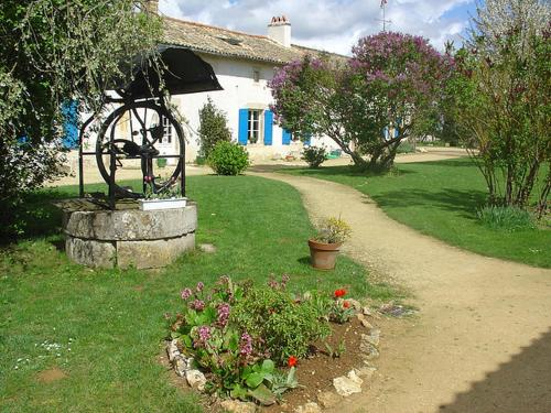 Holiday home Chemin du Mitan : Guest accommodation near Mairé-Levescault