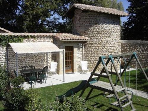 Holiday home chateaux du cros : Guest accommodation near Salaise-sur-Sanne