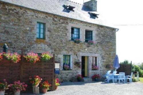Holiday home Gites Manoir du Ranleon - 3 : Guest accommodation near Éréac