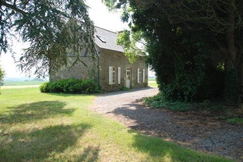 Holiday home Gites du Manoir du Ranleon - 2 : Guest accommodation near Éréac