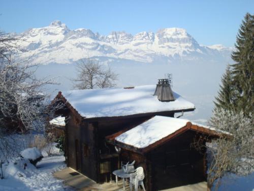 Chalet Chemin de la Combe : Guest accommodation near Combloux