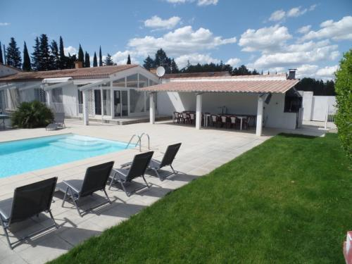 Villa Les Bergas : Guest accommodation near Redessan