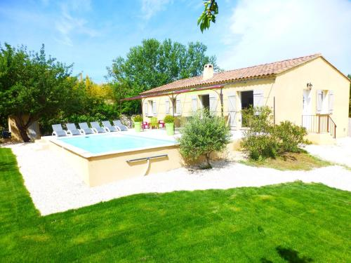 Villa Chemin de Chantegrillet : Guest accommodation near Lirac