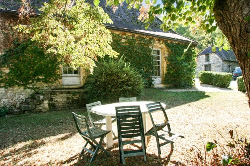 Holiday Home Sauveboeuf : Guest accommodation near Terrasson-Lavilledieu