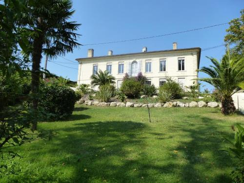 Villa Rue du Faubourg d'Envie : Guest accommodation near Saint-Macaire