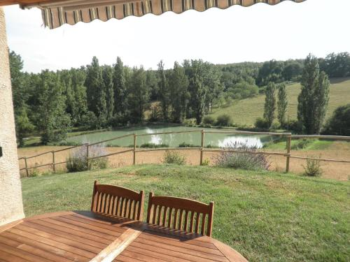 Holiday home Pech de la Peyriere : Guest accommodation near L'Honor-de-Cos