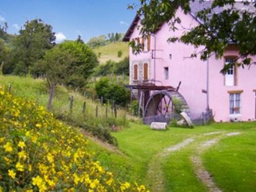 Holiday Home Route de Bilieu : Guest accommodation near Réaumont