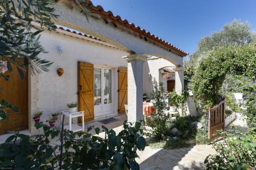 Maison Entre Roses et Jasmin : Guest accommodation near Baillargues