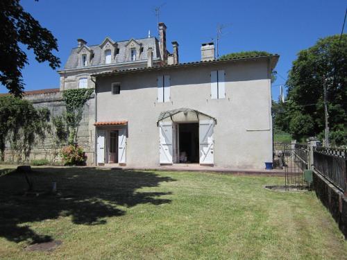 Le Marronnier : Guest accommodation near Gémozac
