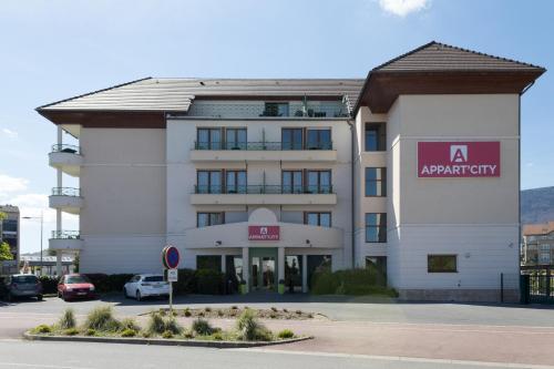 Appart'City Confort Genève – Divonne les bains : Guest accommodation near Grilly