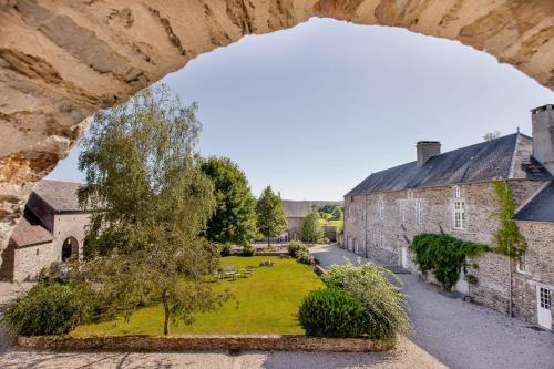 Les Rochers : Bed and Breakfast near Saint-Jean-de-Savigny