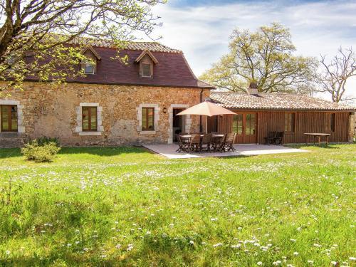 Gapard La Grande Grange : Guest accommodation near Beleymas