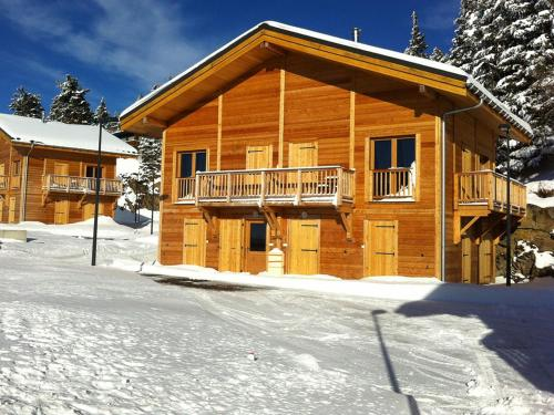 Les Chalets de Belledonne 1 : Guest accommodation near Montchaboud