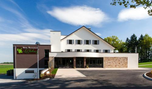 Hotel Restaurant Le Cleebourg : Hotel near Climbach