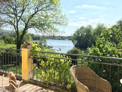 En Bord de Seine : Bed and Breakfast near Méricourt