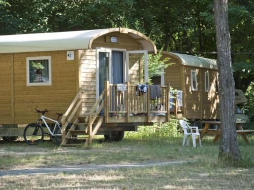 Huttopia Beaulieu sur Dordogne : Guest accommodation near Astaillac