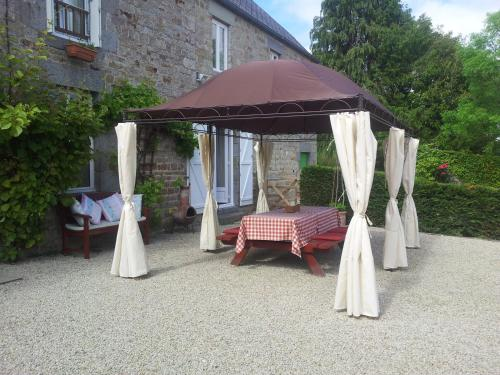 La Hiette : Bed and Breakfast near Coulouvray-Boisbenâtre
