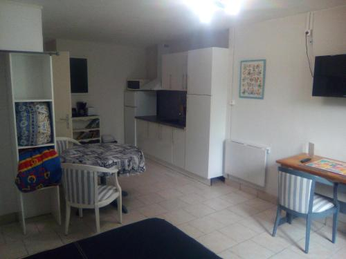 Appartement Auberge Pontoise : Apartment near Tanzac