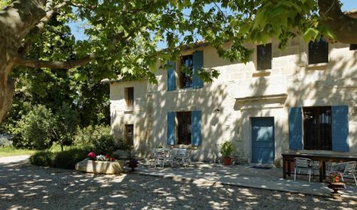 Le Mas d'Isnard : Guest accommodation near Bellegarde