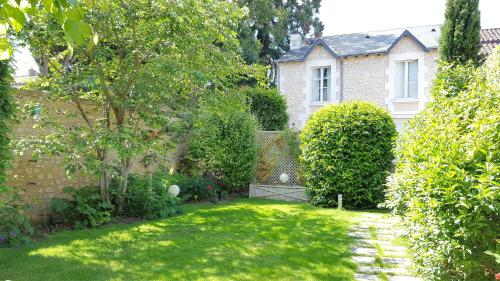 Gite Jardin des Roses : Guest accommodation near Poitiers