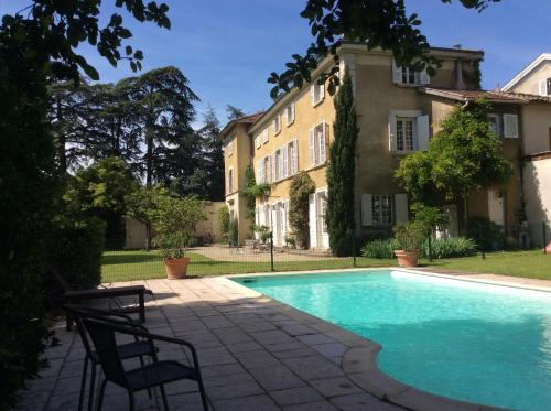 Le clos saint Genois : Bed and Breakfast near Oullins