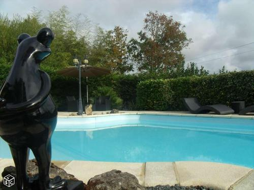 La p'tite Maison Fraise : Guest accommodation near Saint-Laurs