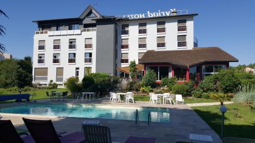 Kyriad Bourg En Bresse : Hotel near Revonnas