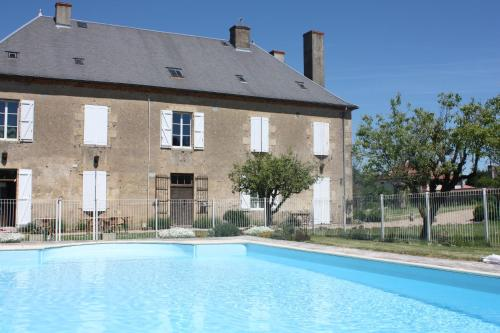 Château Latour : Bed and Breakfast near Gannay-sur-Loire