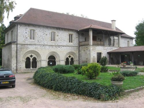 Abbaye de St Gilbert : Bed and Breakfast near Saint-Pourçain-sur-Sioule