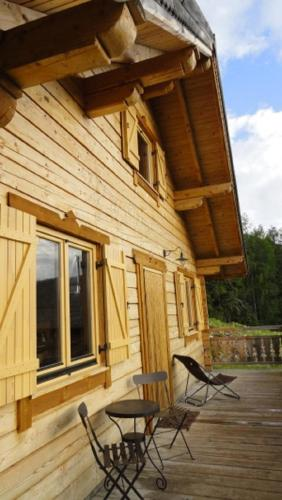 Le Chalet de Chloe : Guest accommodation near Tréminis