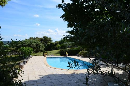 Sous les chênes : Bed and Breakfast near Lussan