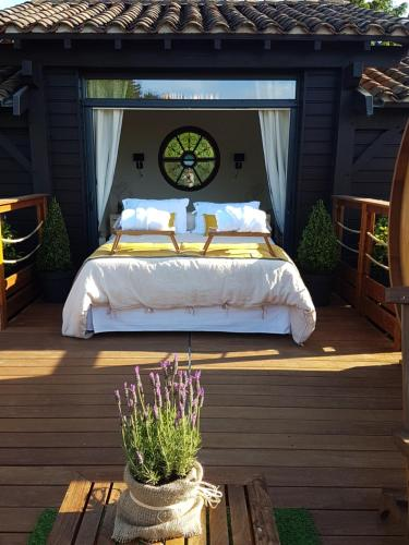 Cabane Spa Sauna : Bed and Breakfast near Chamelet