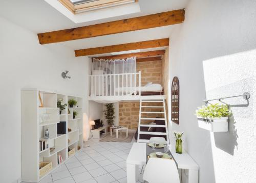 Charming Loft Historic Center, St Roch : Apartment near Montpellier