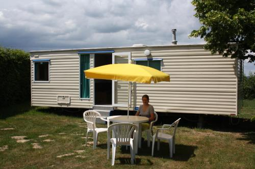 Camping La Coccinelle : Guest accommodation near Lisseuil