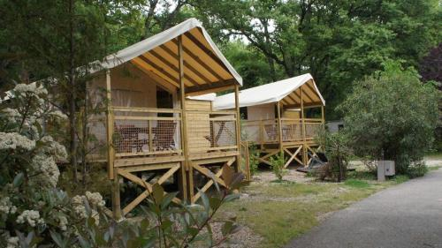 Camping Les Cent Chênes : Guest accommodation near Saint-Jeannet